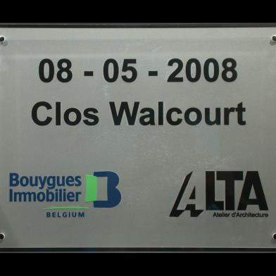 Inauguration plaque building 'Clos Walcourt'